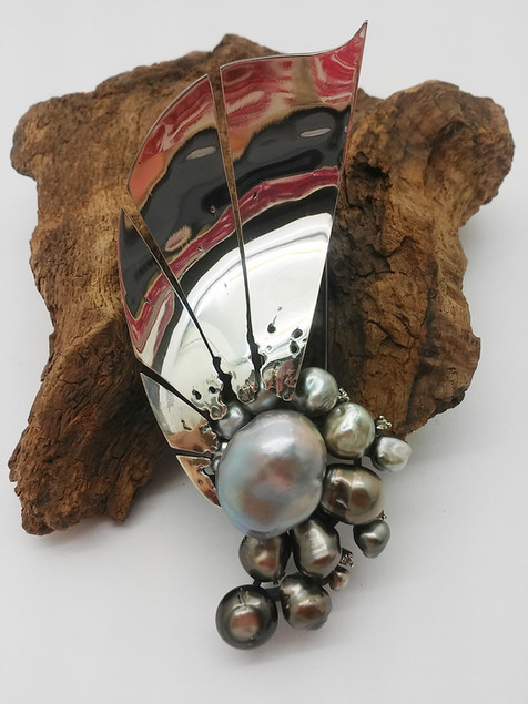 Parel broche - pearl brooch