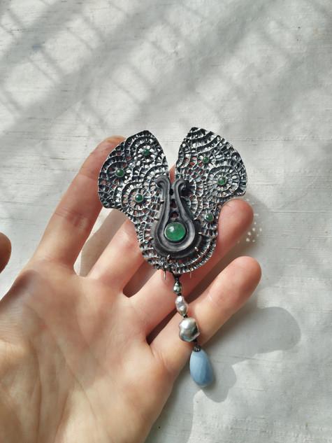 Smaragd waaier broche - emerald fan brooch