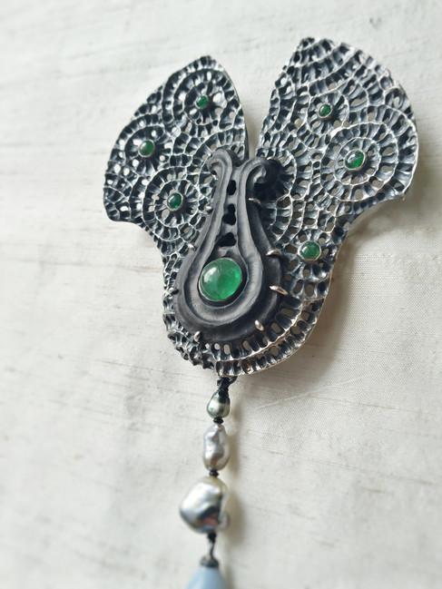 Smaragd waaier broche