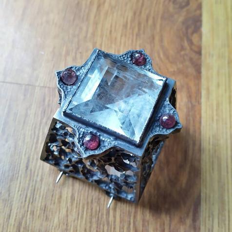 Piramide broche - pyramid brooch
