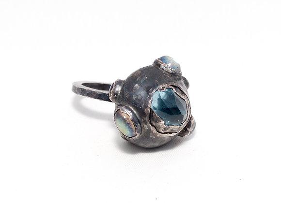 An aquamarine and labradorite ring