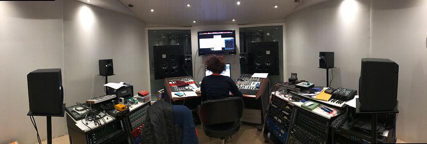 PETZY Alex Fostier Control room