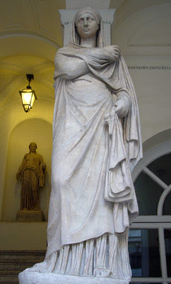 Pales - la dea romana degli armenti e dei greggi, festeggiata ad aprile