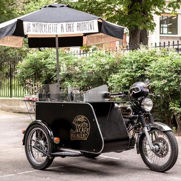 La Motocyclette à Café Adjacent