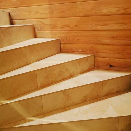 Stufen-mit-Fliesen
