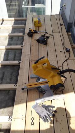 Terrassenböden montieren.