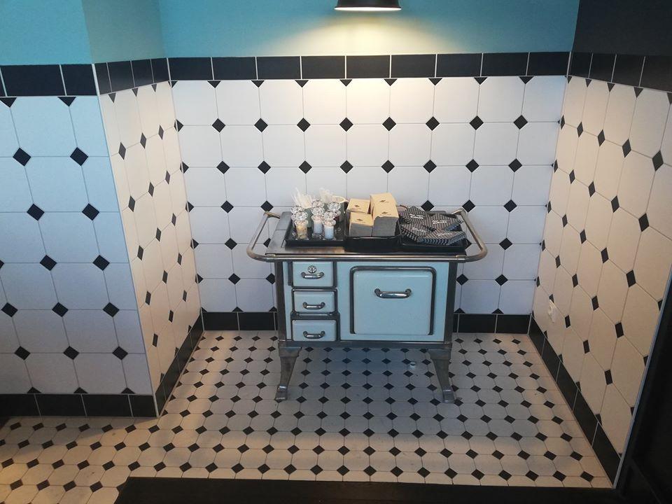Küche-Swingkitchen-Fliesen-Kochherd
