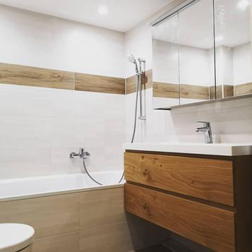 Badewanne-Fliesen-Dusche-Spiegel-MakeUp