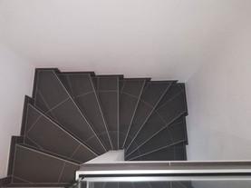 Fliesen-Antrazit-Stufen-Wendeltreppe