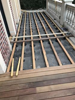 Terrasse mit Unterbodenkonstruktion