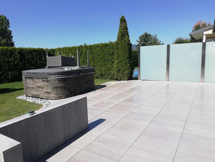 Whirlpool-Garten-Terrassenfliesen-Kieselsteine