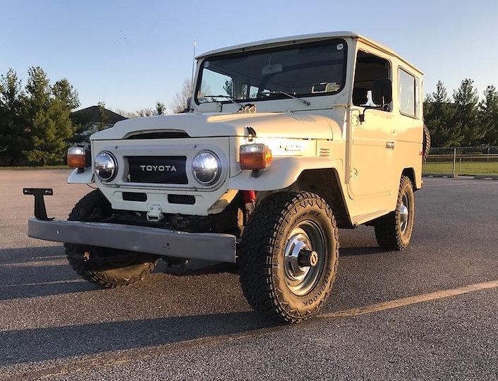 1977 White Fj40.jpg