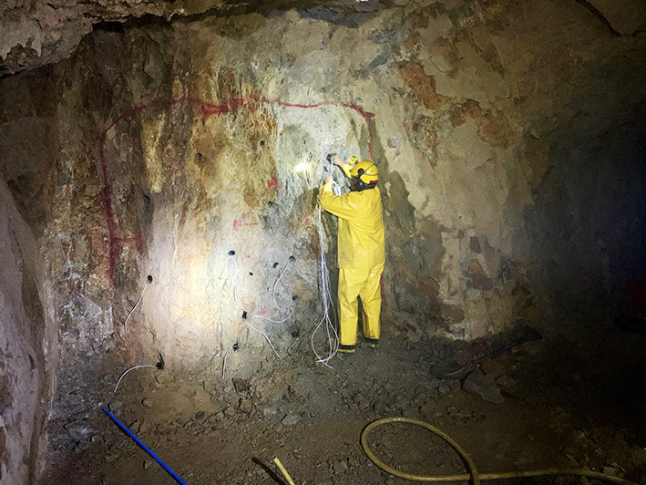 Preparing explosives in drill hole