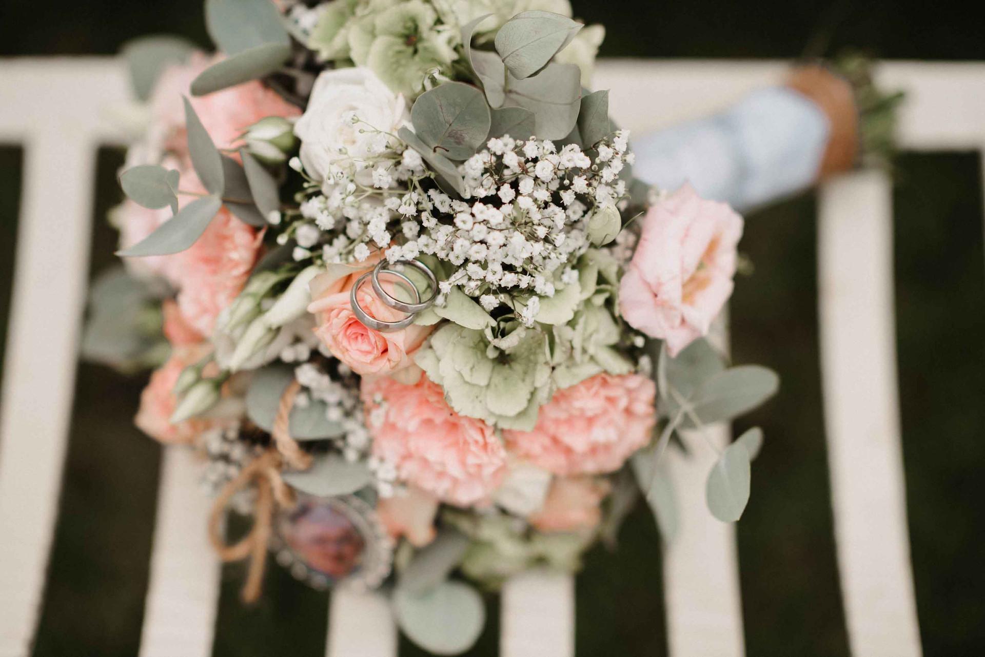 Brautstrauß.Ringe.Details.Hochzeit.jpg