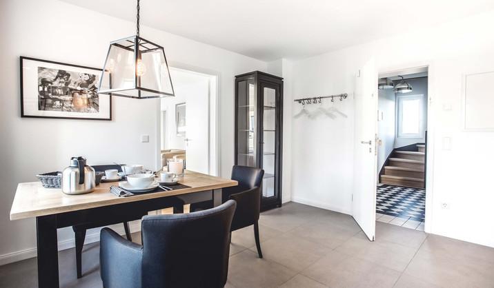 Oliver 92 Ferienwohnung Nürburgring Wohnung 2_Essbereich