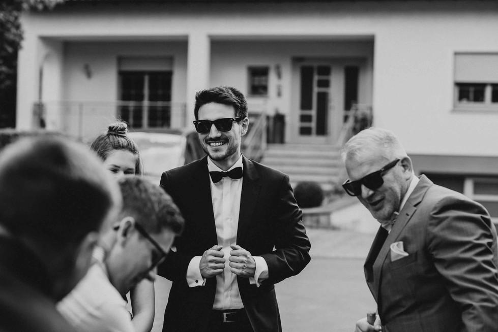 Hochzeit.SchlossKewenig.Baumstammsägen2