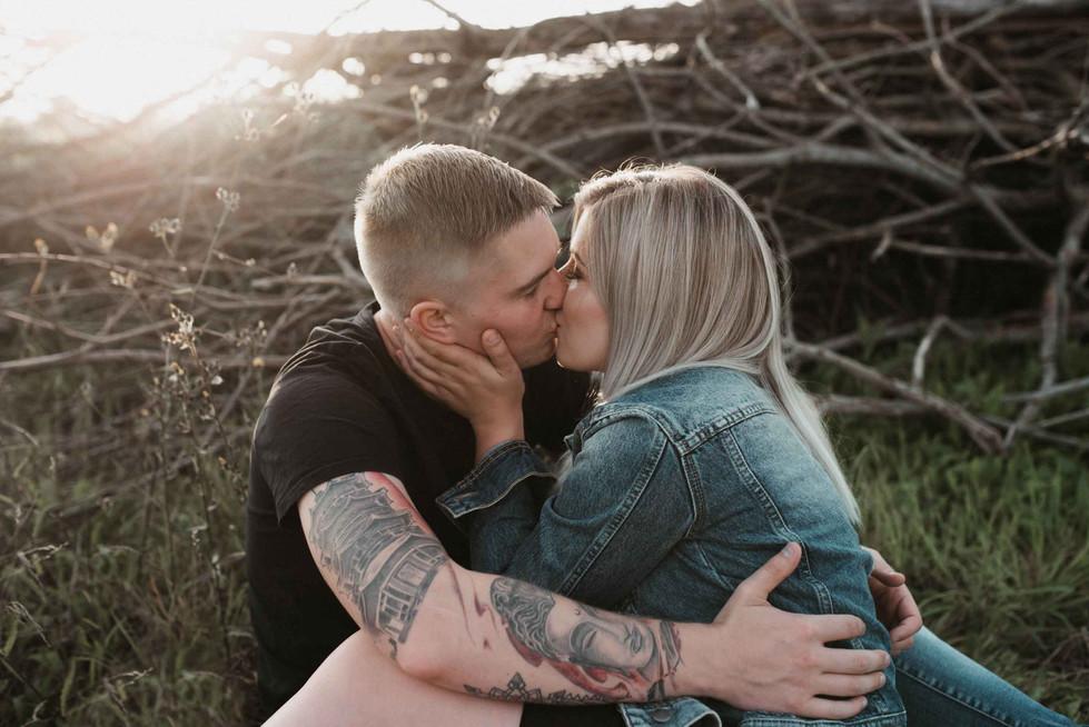 Coupleshooting.tattoo.kiss.jpg