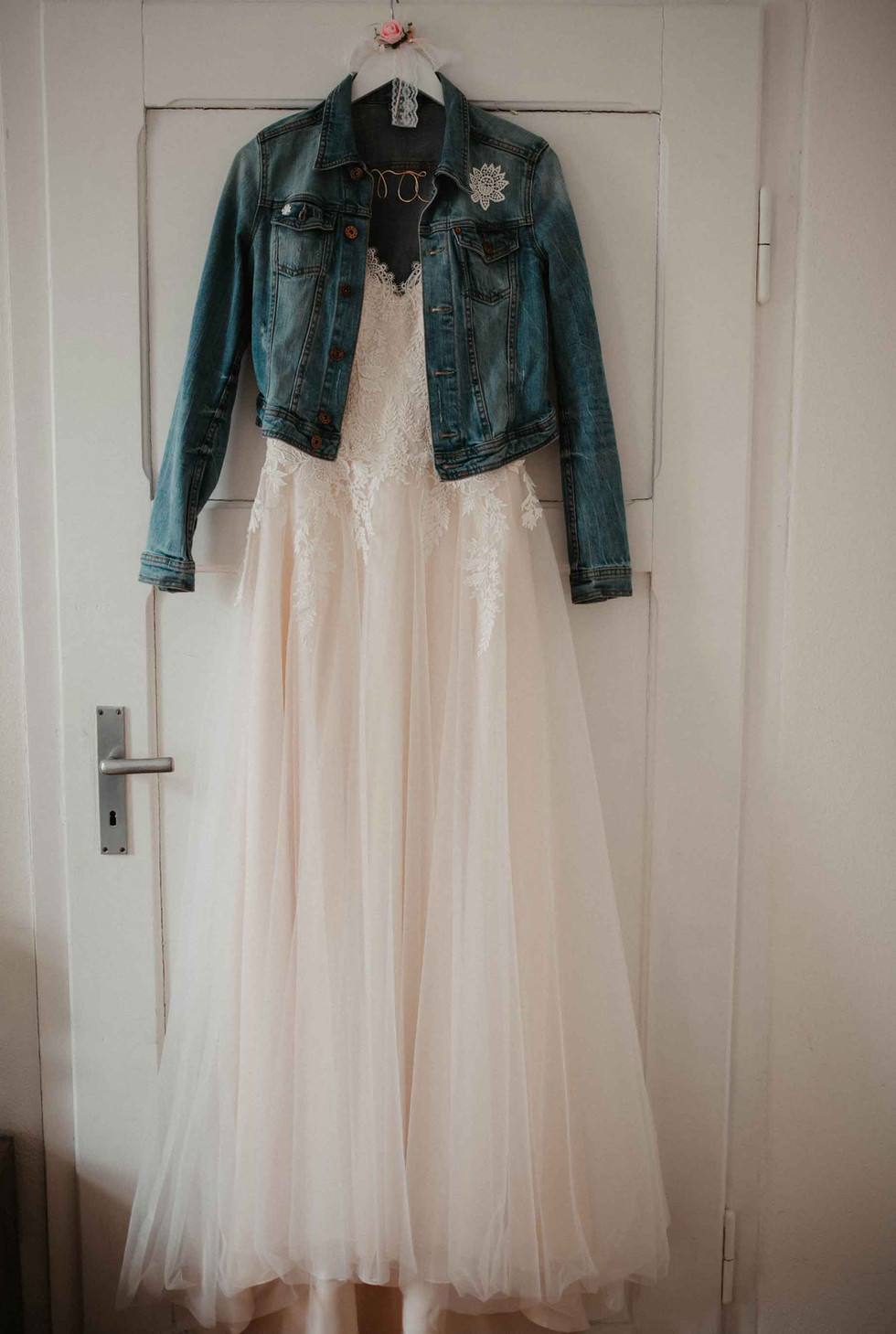 Brautkleid.Jeansjacke.jpg