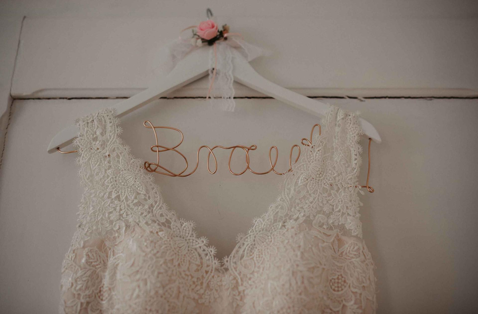 Braut.Kleiderbügel.Brautkleid.jpg