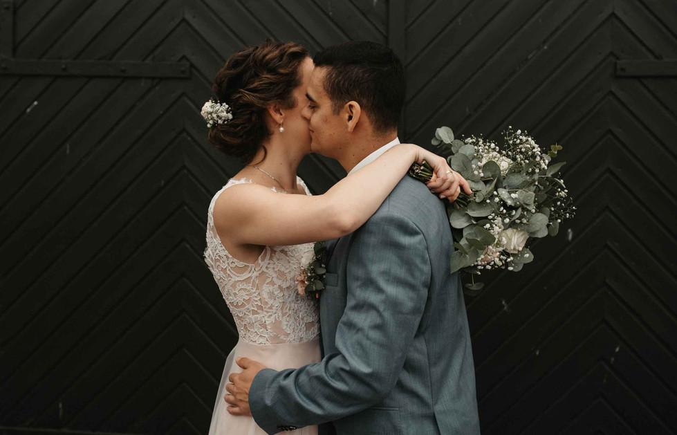 Brautpaarshooting.Scheunentor.jpg