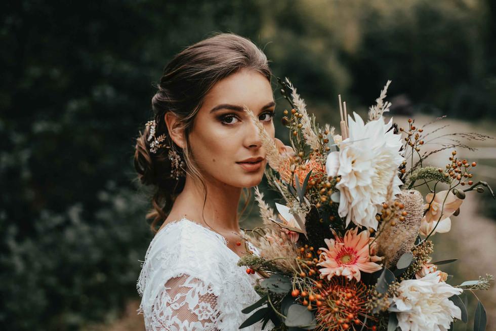 Boho.Wedding.Bride.Bohoflowers.jpg