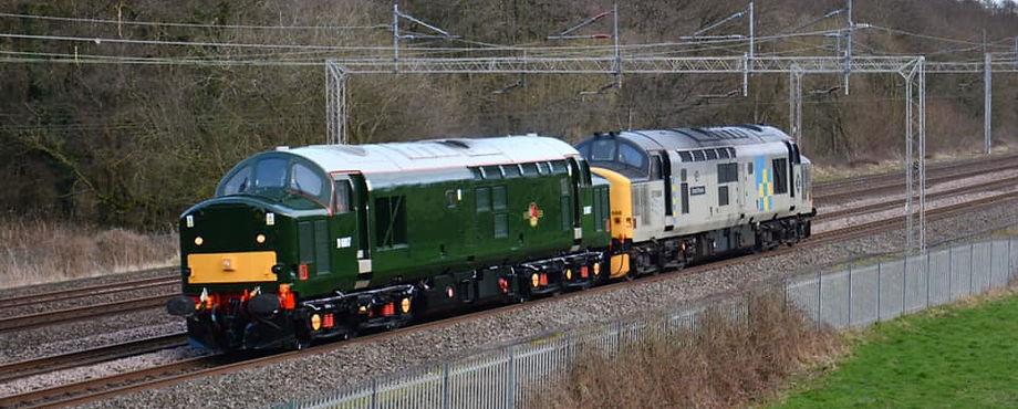 D6817 (37521) passes Slindon hauling 376