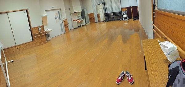 はわい公民館多目的室レタッチ床.jpg