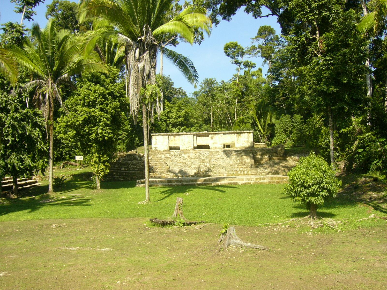 Aguateca-temple