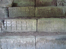 1024px-Staircase_with_Mayan_glyphs_at_Do