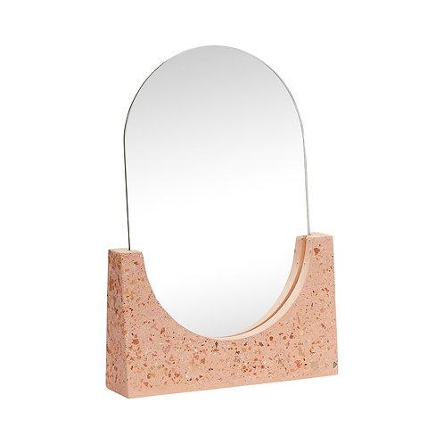 Pastatomas veidrodis iš spausto akmens