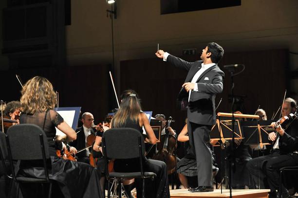 """""""The baton that breathes music"""": Alpesh returns to Parma"""