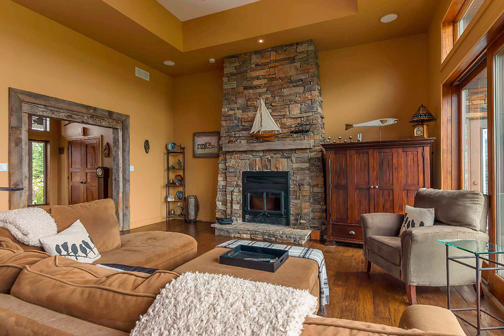 portpictonhomes-_fireplace_9565993x662.jpg