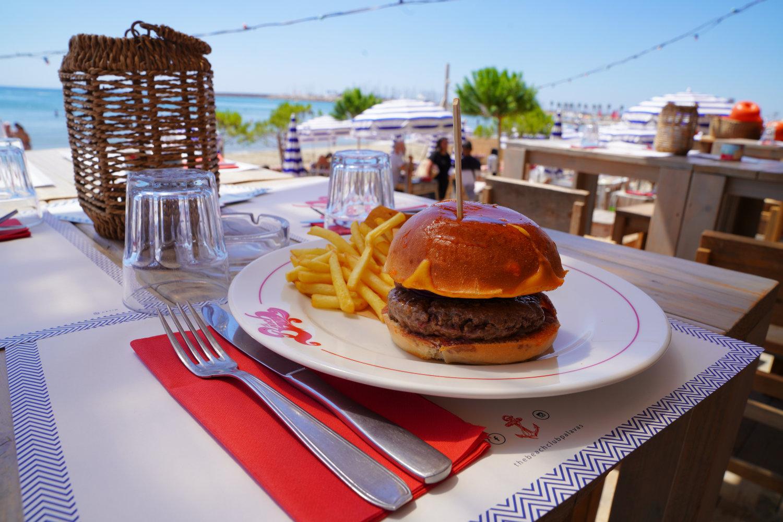 Beach-Club-Burger_©SylvainCaillot