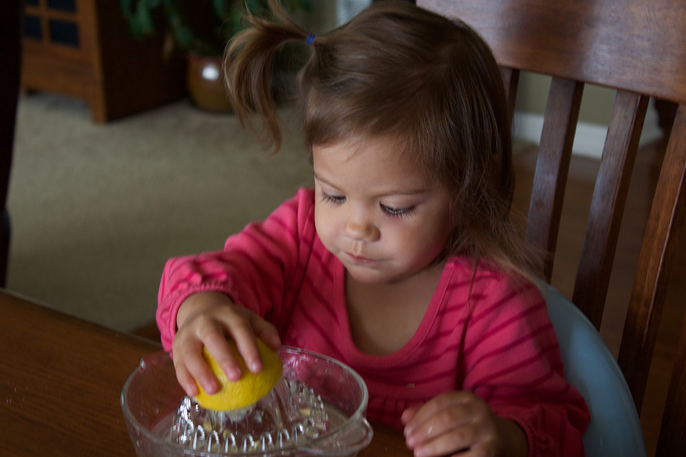 Blue Sky Daycare home daycare children make fresh squeezed lemonade