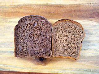 როგორ განვასხვავოთ ნატურალური ჭვავის პური შეღებილისგან?