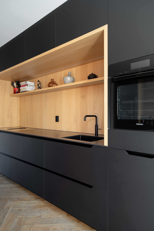 Zwarte keuken   Meubelmaker 't Kroonhuys   Charlotte Kap Fotografie   Interieurfotografie
