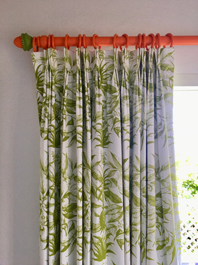 Ananas in Acacia curtains & hand painted
