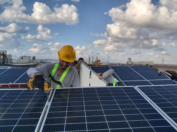 מתקינים Freenergy פרינרג'י מערכת סולארית