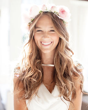 Happy-beautiful-bride-laughing-close-up_