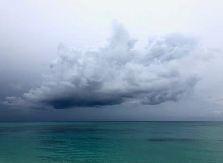 Bahamas - Dunkle Wolken