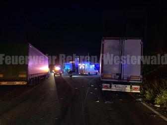 Verkehrsunfall mit eingeklemmter Person, A2, Rehren -> Hannover, Rastanlage Auetal Süd, PKW unter