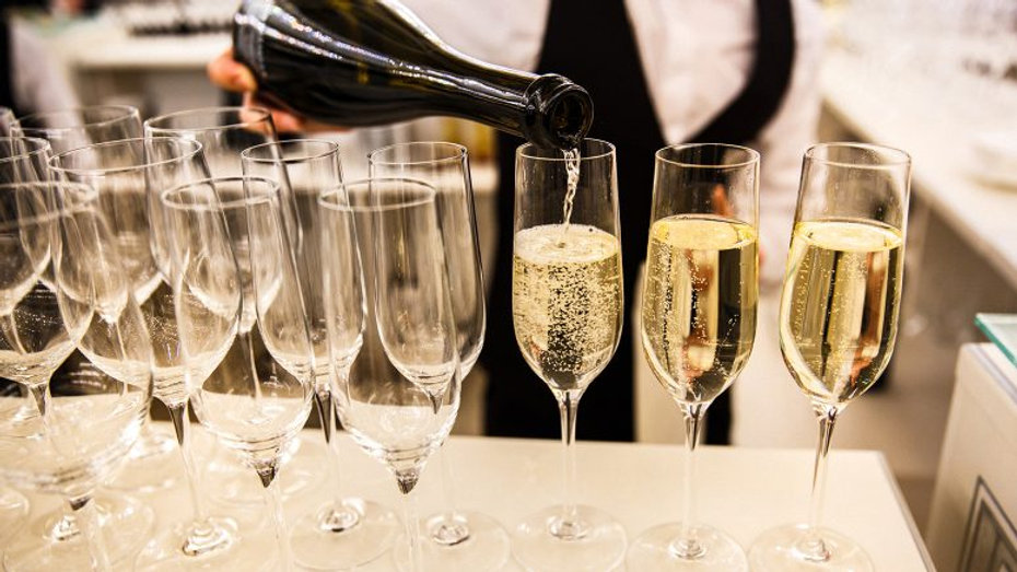 pouring-champagne-glasses-1-777x437.jpg