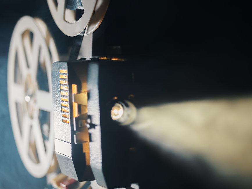 film-projector-6DFUAQF.jpg