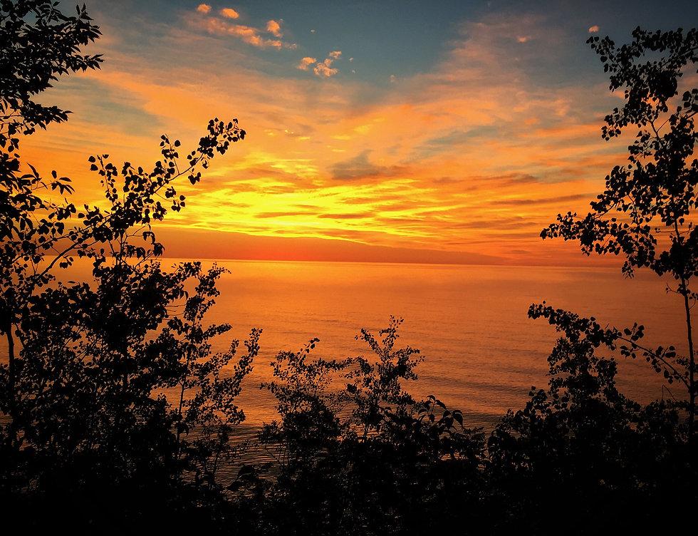 sunrise-over-lake-michigan-6L83GTT.jpg