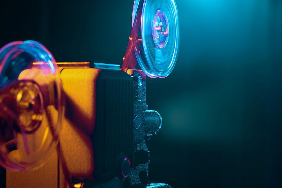 vintage-film-projector-and-film-screening-2NUVHM4.jpg