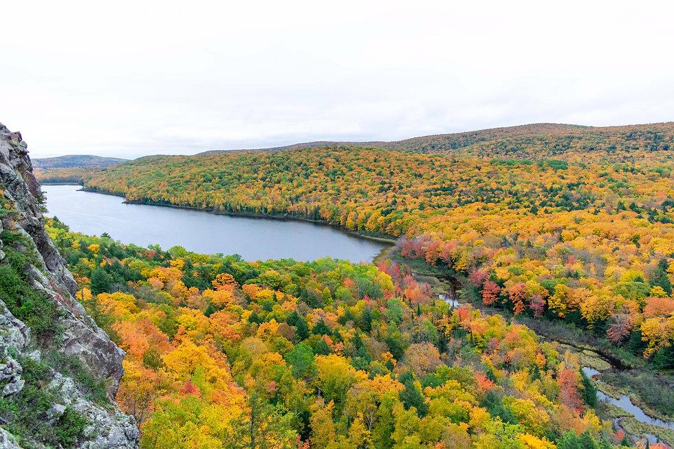 beautiful-fall-colors-in-michigans-upper