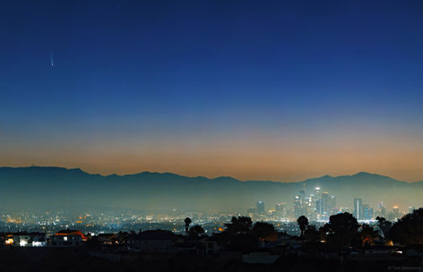 Comet C/2020 F3 NEOWISE Rises Over Los Angeles