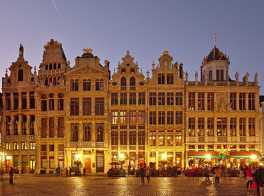 1451px-Grand_Place_1-7_during_civil_twil