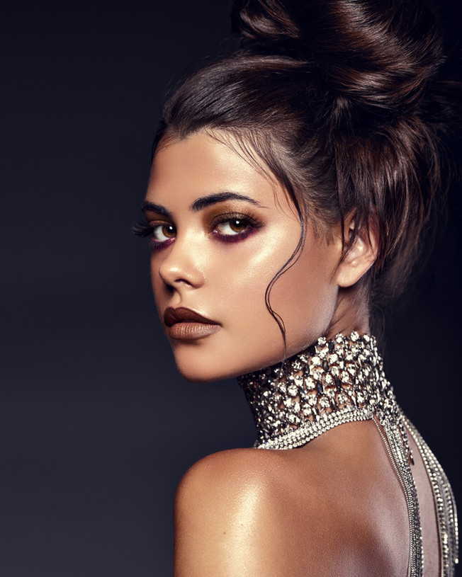 Model: Leah