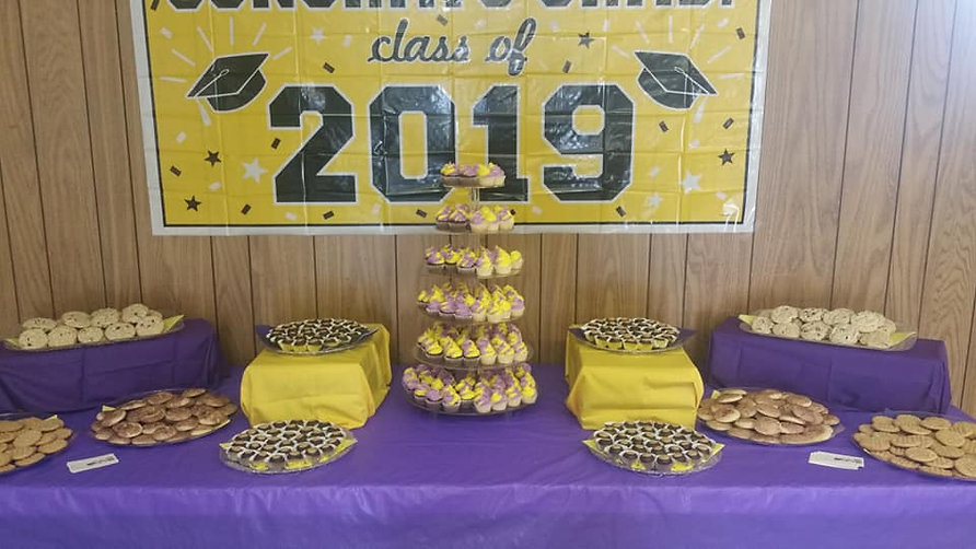 Reynoldsburg Grad Treat Table.jpg